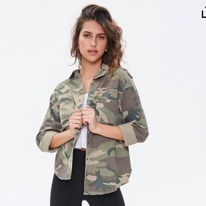 Button down camo jacket small